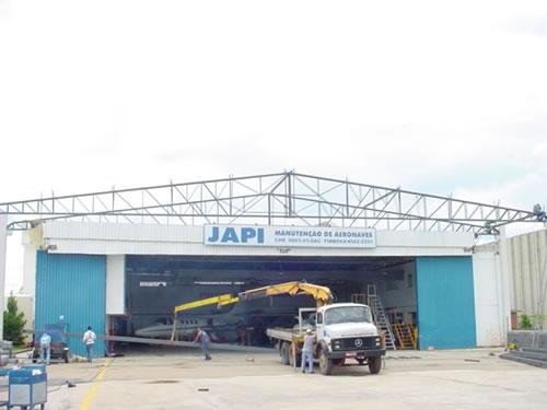 Hangares no aeroporto  Jundiaí/SP  Área Construída: 2500 m²